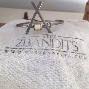 2 bandits bracelet